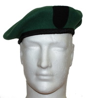 KENT COMMANDO GREEN BERET WITH PATCH AND LEATHER BAND - LARGE